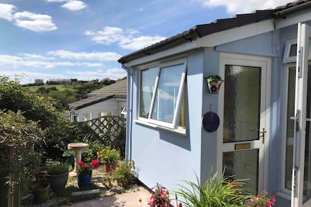 Private room in cosy bungalow near Salcombe