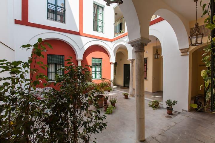 Loft casa de las columnas barrio de la juder a - Loft en sevilla ...