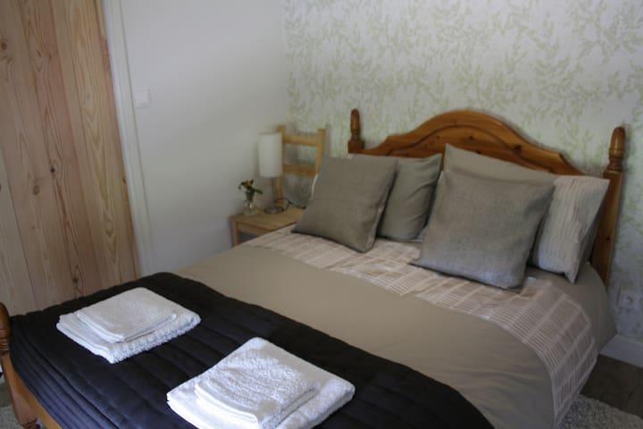 Chez Gondat - Chambre des Arbres - Saint-Martial-sur-Isop - Bed & Breakfast