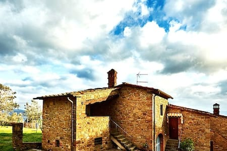 Appartamento in Casale rustico, immerso nel verde - モンテサンサヴィーノ
