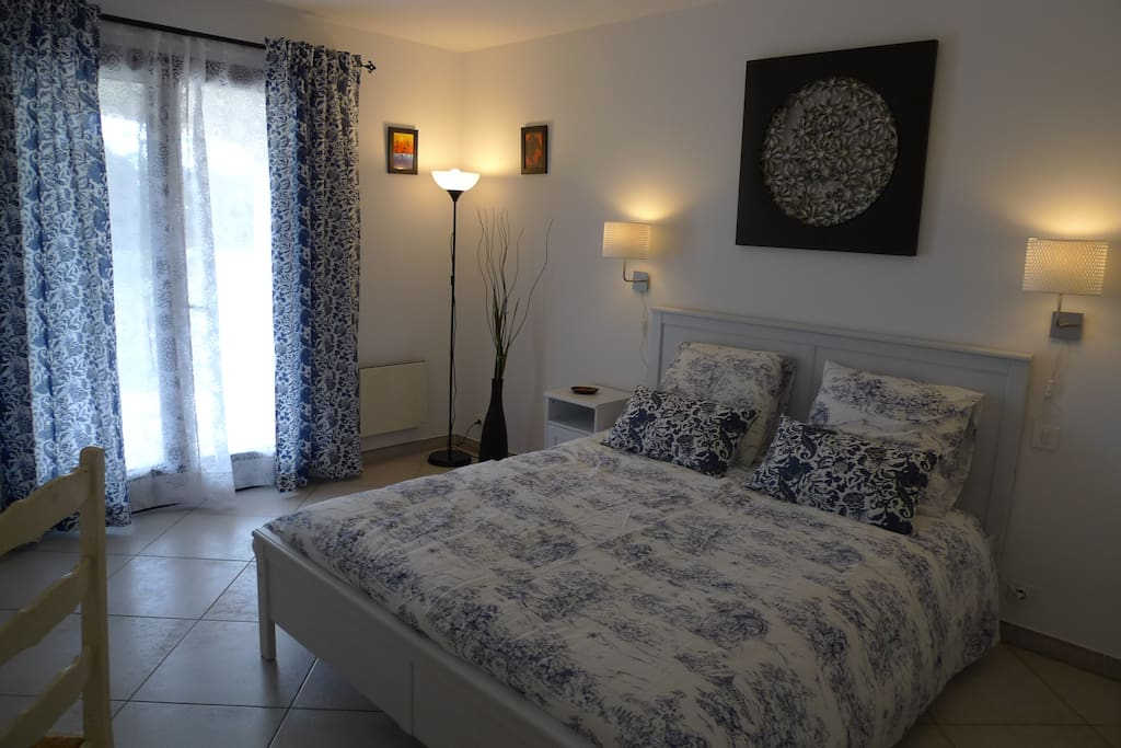 Private bedroom in a Camargue house