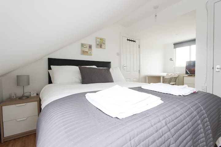 Nice Loft Room in Dollis Hill S60A5