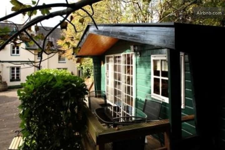Self Catering Rustic Cabin  - Cobh - Chalé