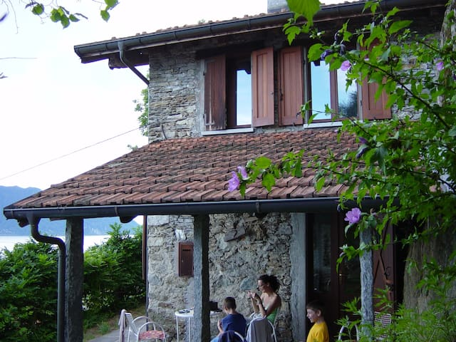 Cosy stone cottage with lake view - Cannero Riviera - Haus