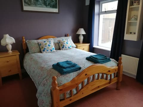 B&B, en-suite, close to Glendalough, bedroom 1.