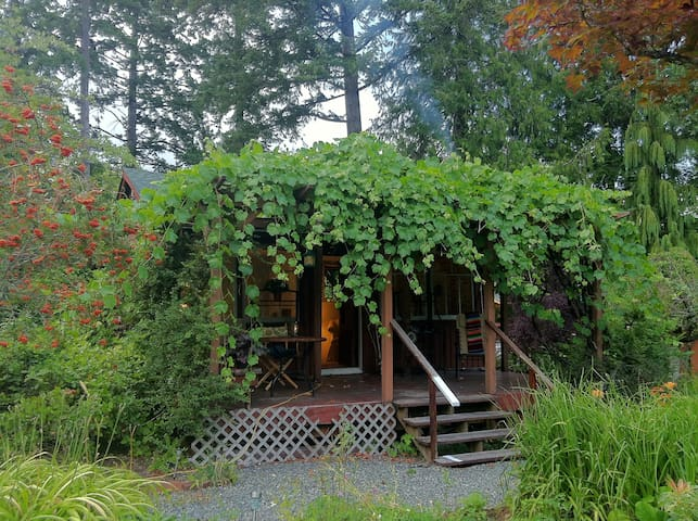 Blissful Retreat Cottage - Cowichan Bay