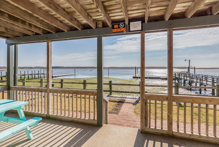 Sunrise Sonata is a fabulous 1st Floor Waterfront Vacation Rental on Chincoteague Island. This adorable Condo sleeps 4 and is located directly on the Assateague Channel, where the famous Chincoteague Pony Swim happens each year!