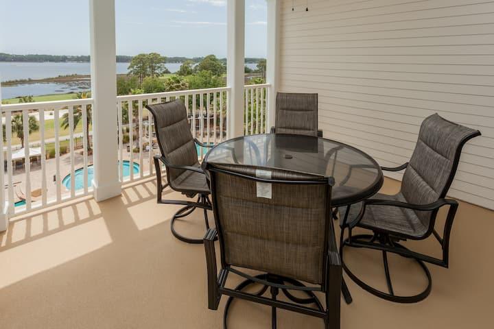 Fifth-floor condo w/ gorgeous views, shared hot tub & huge lagoon pool!
