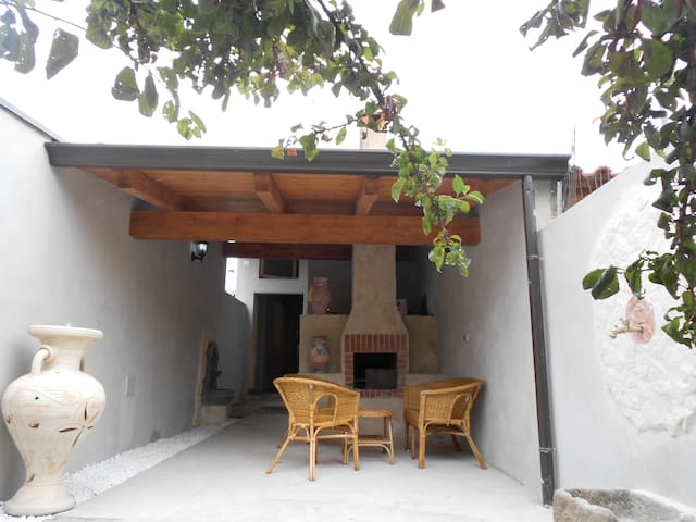 Casa Tipica Sarda con ZONA BIMBI - Cabras