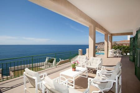 Villa with pool on the sea front - Santa Ponsa
