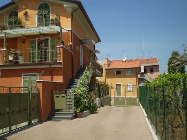 Quiet and cozy apartment of 40mq - Carrara - House