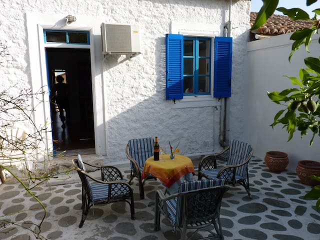 Cosy tranquil cottage - Lavrio - Cottage