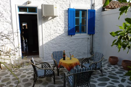Cosy tranquil cottage - Lavrio