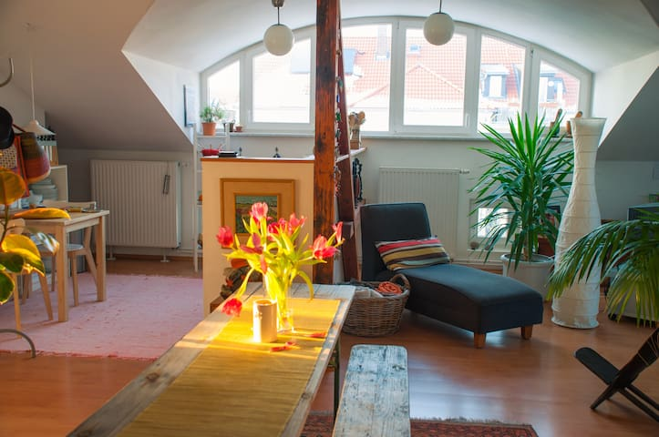 Private room in cozy attic. - Markkleeberg - Wohnung