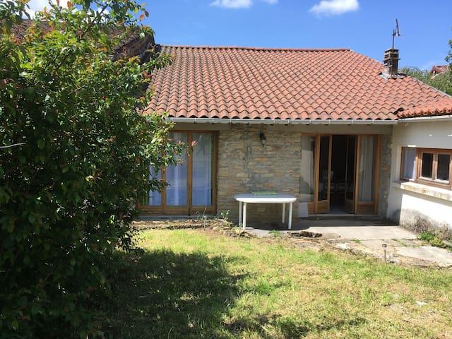 Petite maison pleine de charme et d'authenticité - la Boissière, Bourcia - Talo