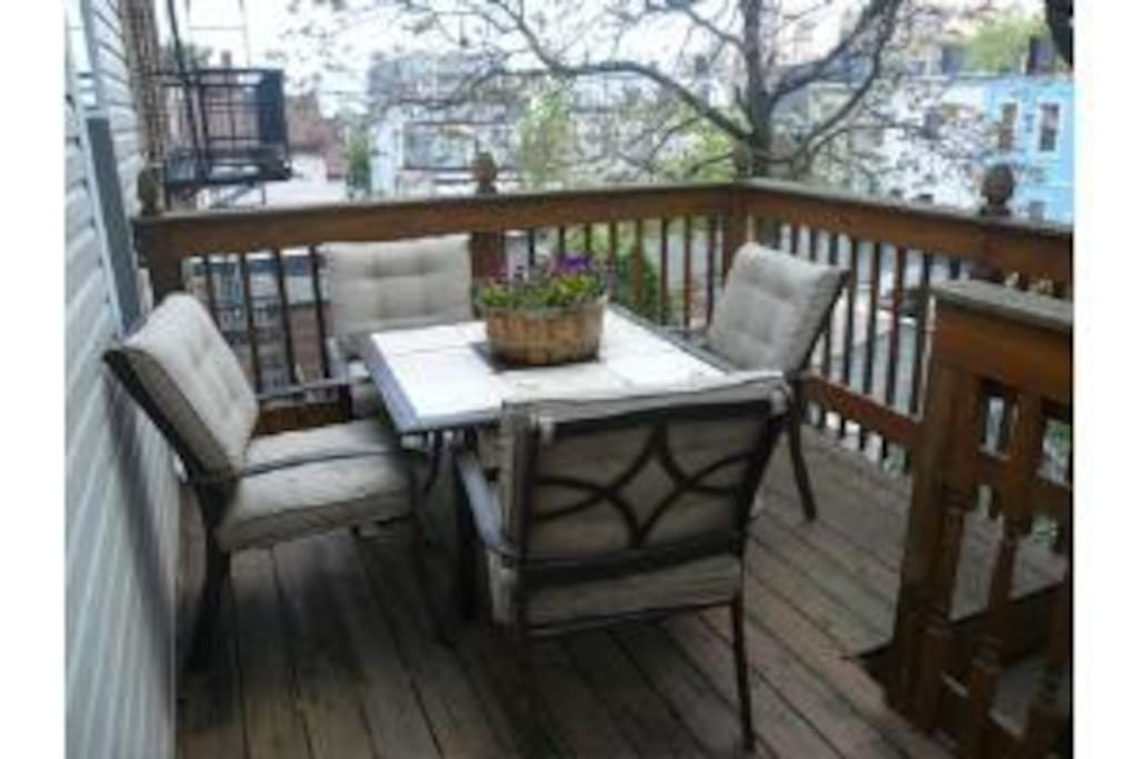 Feel like you are in a private secluded tree house in this 3rd floor balcony surrounded by lush trees. This rare outdoor space offers views of the Freedom Tower in downtown NYC and downtown Jersey City.