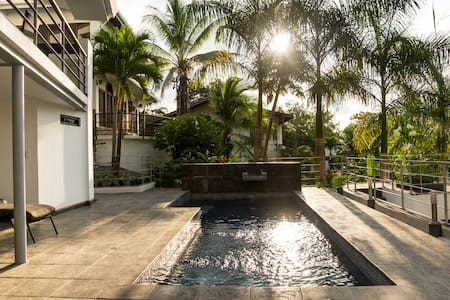 Luxury home in great area w/ pool2!