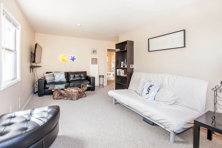 Leather sofa, berber carpet and lots of space.  Super comfy full sleeper futon accommodates two.
