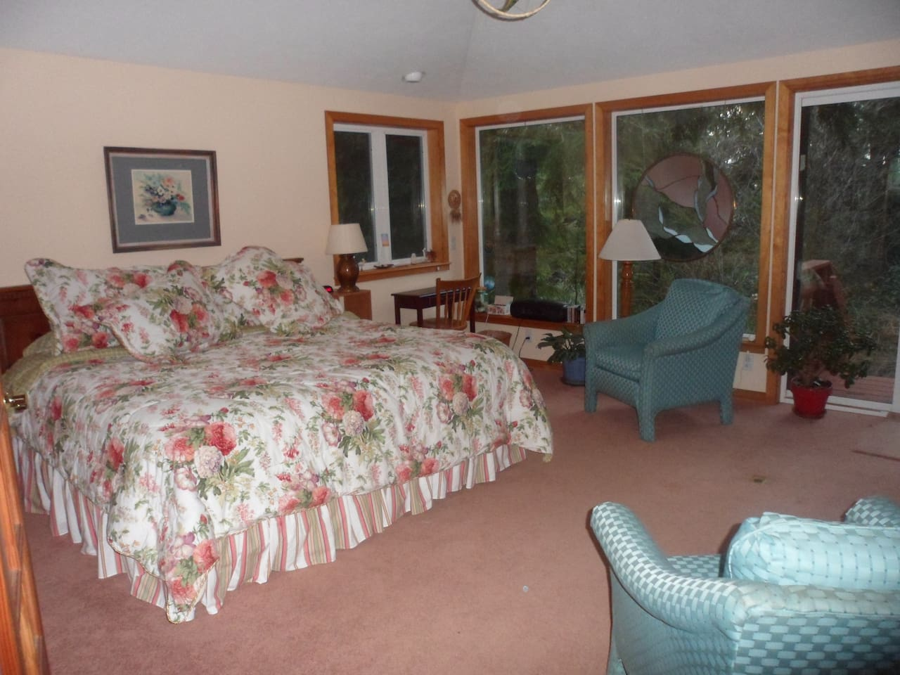 Spacious bedroom with king or two twin beds, one fold out single bed when needed, all nestled in the Oregon coastal woods!