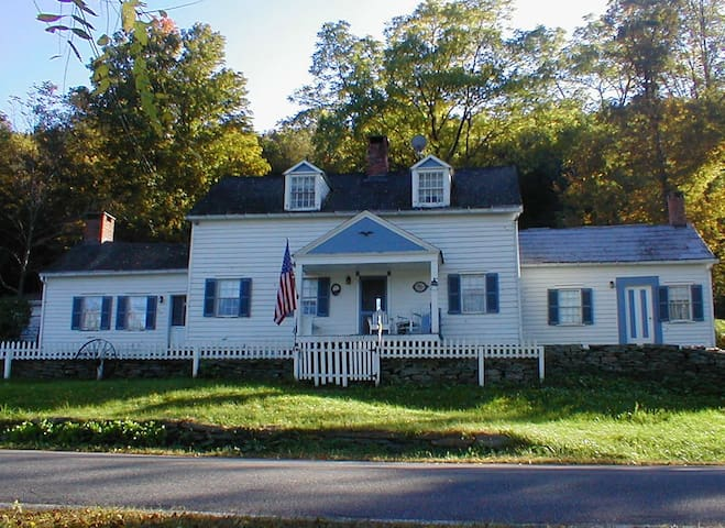 Historic Homestead @ Delaware River - Cochecton - Casa