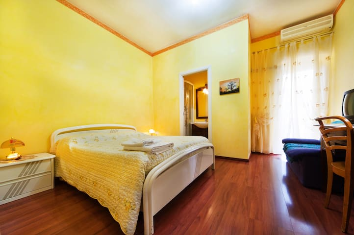 Stanza gialla,bed e breakfast Imma - Foggia - Bed & Breakfast