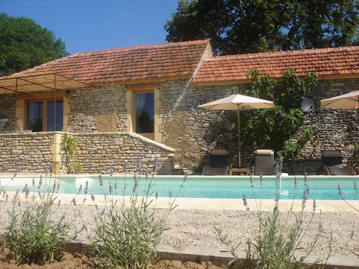 Beautifully renovated stone house with heated pool