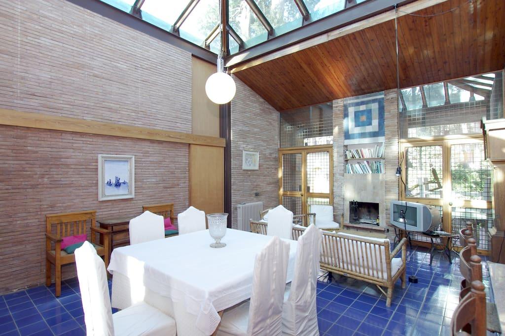 Fregene casa con il tetto di vetro ville in affitto a for Piccole planimetrie della casa con 3 camere da letto