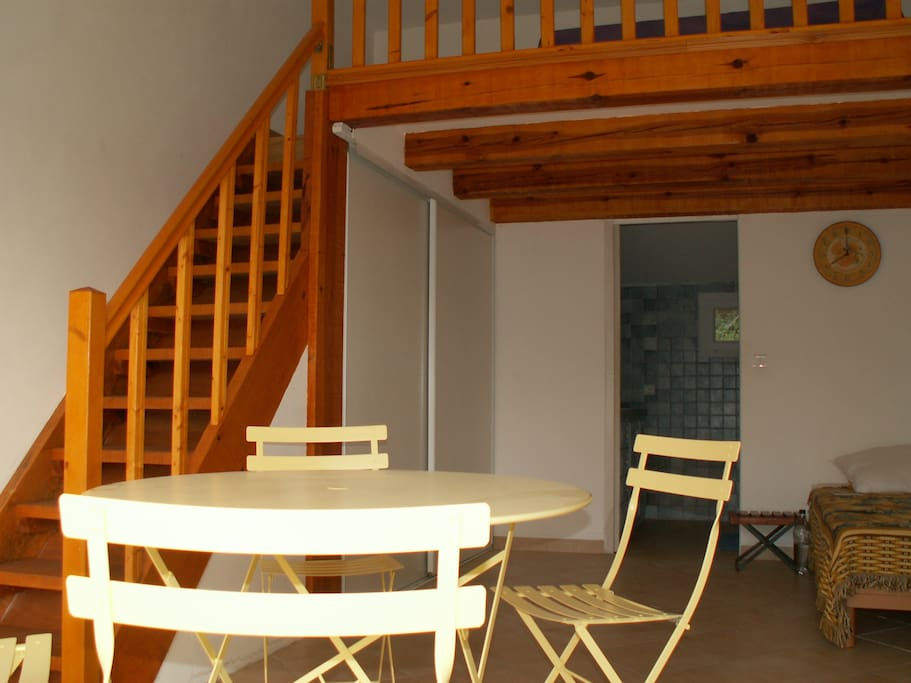 studio avec mezzanine proche plages lofts for rent in sotta corsica france. Black Bedroom Furniture Sets. Home Design Ideas