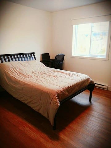 Peaceful and quiet bedroom near Mont-Bellevue - Sherbrooke