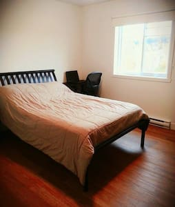 Peaceful and quiet bedroom near Mont-Bellevue - Sherbrooke - Apartment
