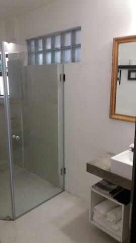 21LG Le Morne View ensuite shower room 2