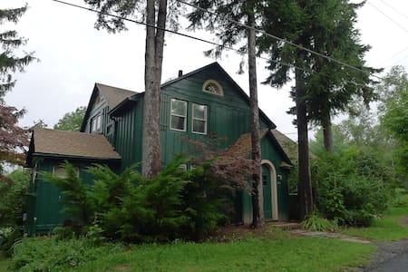 Charming Catskills Farmhouse! - Livingston Manor - Ev