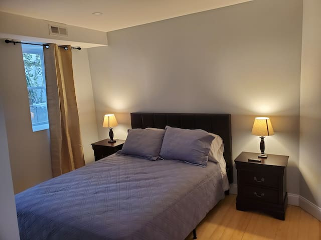 NICE - PRIVATE ROOM ... Close to Time Square NYC