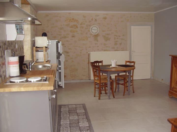 Gîte T2, rénové, à la campagne. Plain-pied. 40 m².