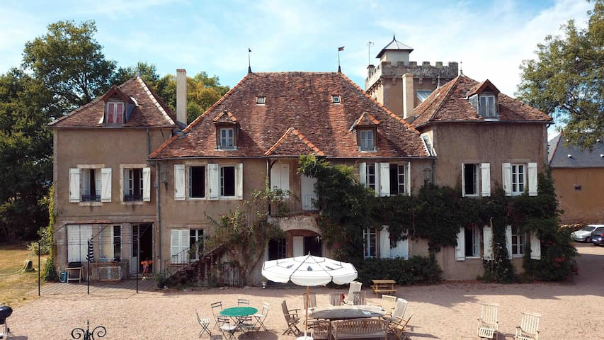Family or friends home in Burgundy