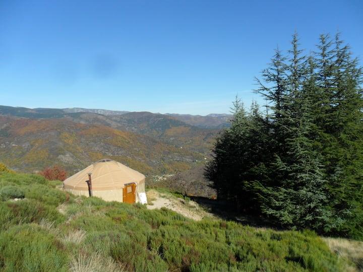 Yourte et chalet en Ardèche authentique