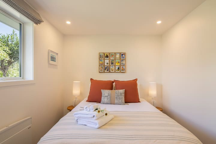 """Brand new beds with luxurious linen and towelling and no street noise. Both bedrooms have there own private bathrooms.  Guest Review """"Fantastic apartment, spotless, very comfortable, everything we could have asked for."""""""