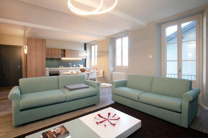 Casa Mint, luxury apartment, lake front, garden.