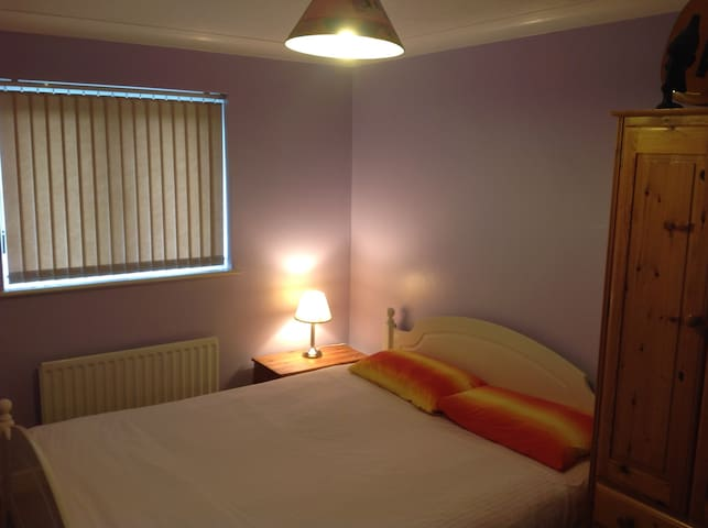 NICE QUIET DOUBLE ROOM IN PRIVATE HOUSE