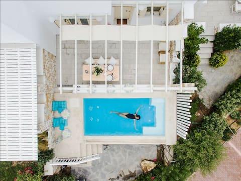 Villa Nausithoe II- Pool & Jacuzzi, private