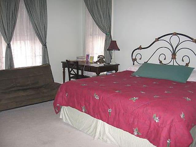 Carpenter Room @ Olde Judge Mansion