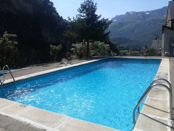 Apartamento con piscina y espectaculares vistas