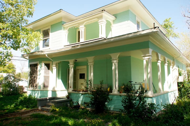 historic home, right downtown! - Redlands