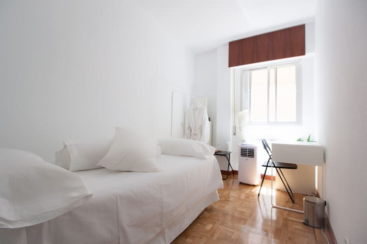 Comfy and quiet room in Chueca, City Center