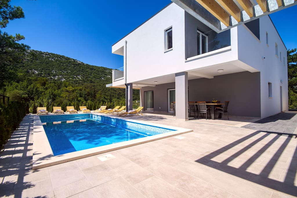 Villa Tela with 33sqm private pool, whirlpool, sauna & summer kitchen