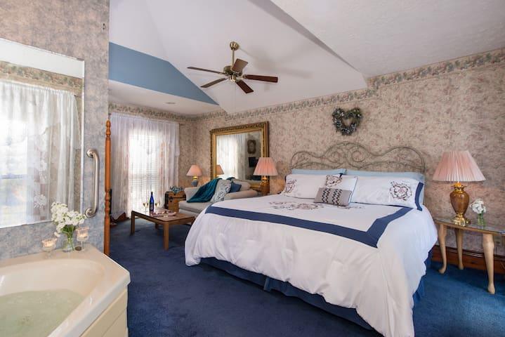 Lillian's Loft - Sutherland House Victorian Bed & Breakfast