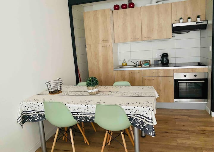 Studio cosy refait à neuf+parking privé
