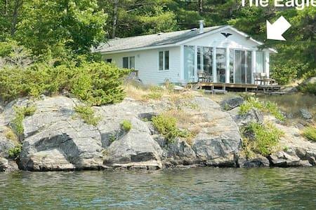 Eagle: Gorgeous lakefront house 4/2 - Godfrey - Maison