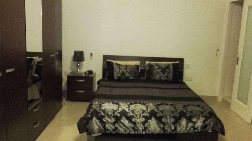 Cheap Malta Accommodation - Ħ'Attard - อพาร์ทเมนท์
