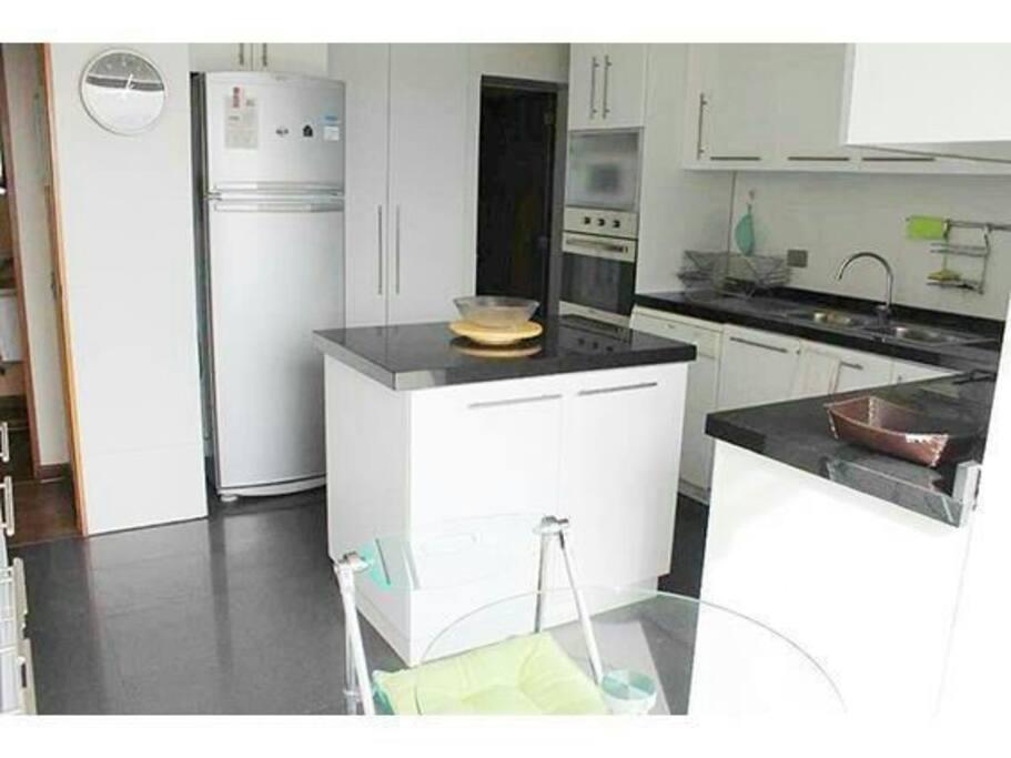 cocina moderna, remodelada y con todos los accesorios para cocinar